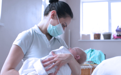 ¿Cuál es la forma correcta de amamantar en caso de que la mamá sospeche o esté infectada de COVID19?