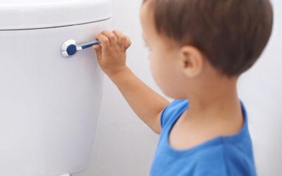¿Cómo saber si mi hijo o hija tienen algún problema en las vías urinarias?
